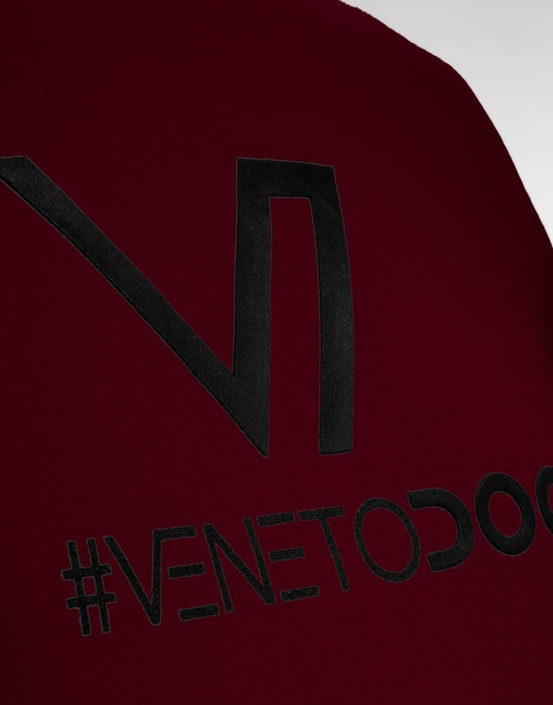 felpa-uomo-veneto-doc-bordeaux-vinaccia-logo